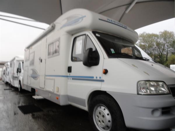 vente de camping car occasion en savoie achat de camping car occasion sur chambery. Black Bedroom Furniture Sets. Home Design Ideas